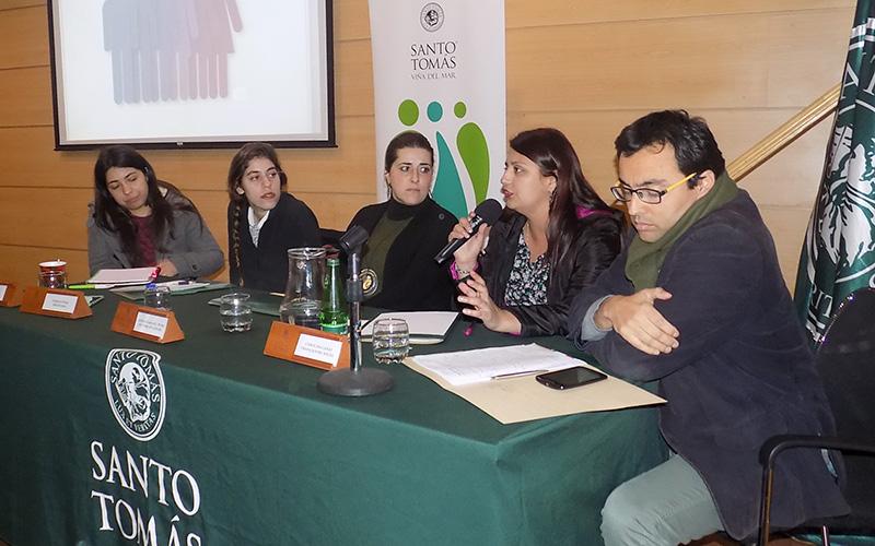 Especialistas debatieron sobre los conflictos del patriarcado e identidad de género